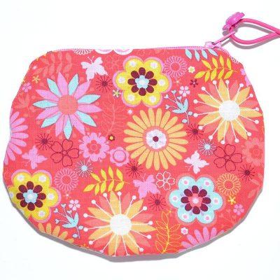 Sac mini cosmétique ou porte-monnaie rose avec fleurs