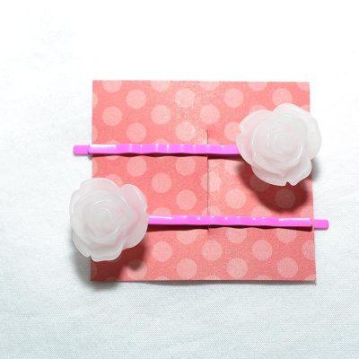 Pince à cheveux rose givrée blanc